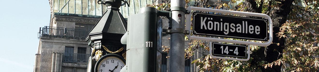 Foto Straßenschild Königsallee Immobilienmakler Düsseldorf